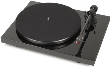 Pro-Ject Debut Carbon DC Phono USB Turntable